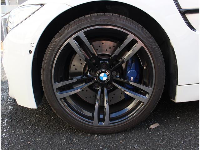 M4クーペ アダプティブMサスペンション 19インチ鍛造アルミホイール トランクスポイラー レーンキープウォーニング ヘッドアップディスプレイ 令和3年度分の自動車税は含まれています。(20枚目)