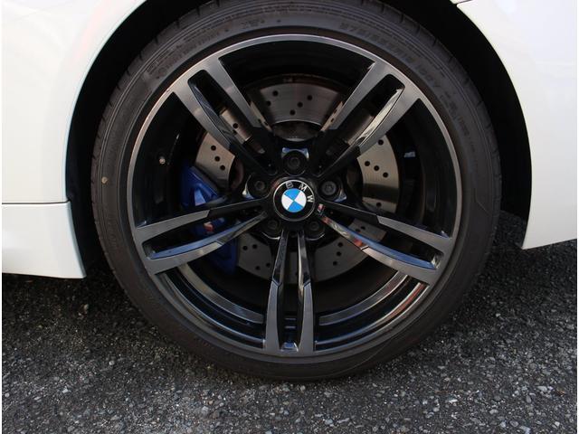 M4クーペ アダプティブMサスペンション 19インチ鍛造アルミホイール トランクスポイラー レーンキープウォーニング ヘッドアップディスプレイ 令和3年度分の自動車税は含まれています。(21枚目)
