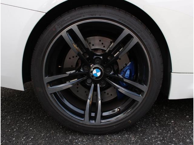 M4クーペ アダプティブMサスペンション 19インチ鍛造アルミホイール トランクスポイラー レーンキープウォーニング ヘッドアップディスプレイ 令和3年度分の自動車税は含まれています。(22枚目)