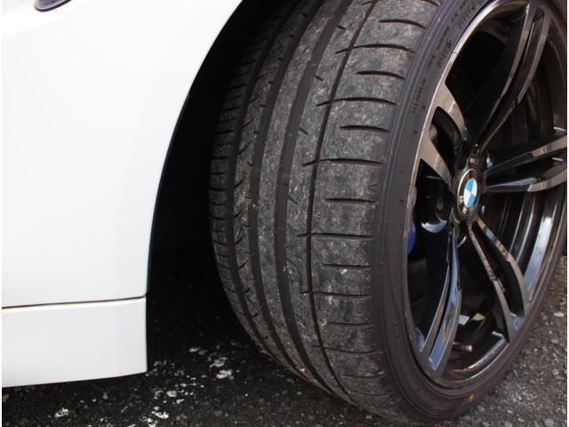 M4クーペ アダプティブMサスペンション 19インチ鍛造アルミホイール トランクスポイラー レーンキープウォーニング ヘッドアップディスプレイ 令和3年度分の自動車税は含まれています。(24枚目)