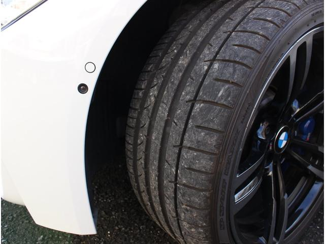 M4クーペ アダプティブMサスペンション 19インチ鍛造アルミホイール トランクスポイラー レーンキープウォーニング ヘッドアップディスプレイ 令和3年度分の自動車税は含まれています。(25枚目)
