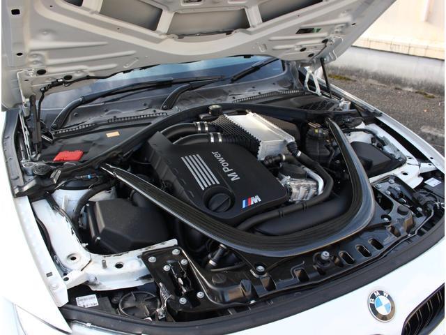 M4クーペ アダプティブMサスペンション 19インチ鍛造アルミホイール トランクスポイラー レーンキープウォーニング ヘッドアップディスプレイ 令和3年度分の自動車税は含まれています。(39枚目)