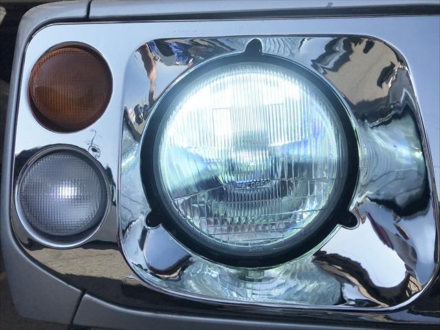 ヘッドライトはHIDに交換されています。真っ白な光で夜間走行も安心です。