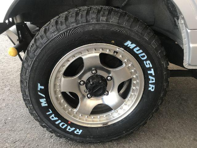 新品のホワイトレター入りのマッドタイヤに交換済みです!もちろん4本換えましたよ。