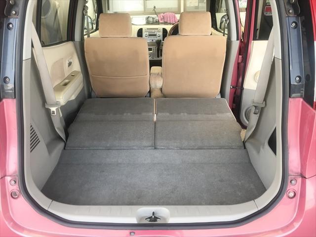 後席を収納すれば結構大きな荷物も積めます。