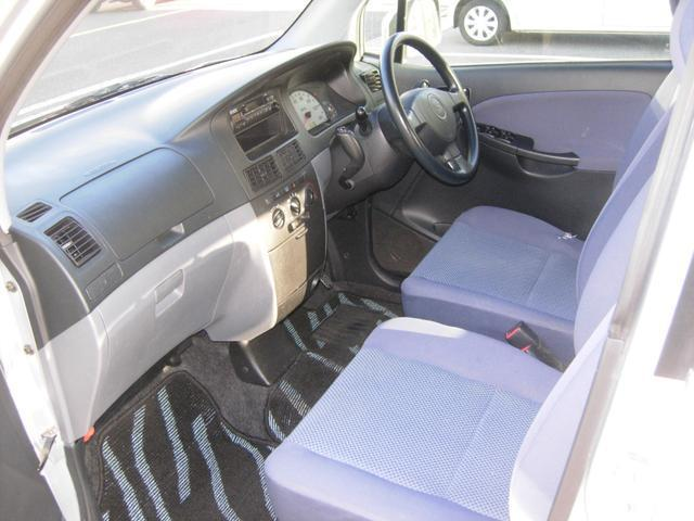 車高を下げて安全に車椅子を車内に!