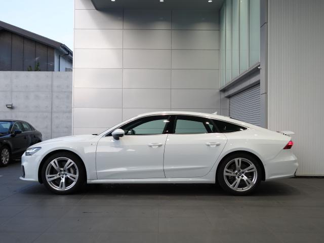 Audi独創のquattroは常に進化。4輪のトラクション性能を最大限に発揮し、溢れるパワーを余すことなく路面に伝え、走行性能を高めるquattro。どんなシーンでも満足の走りを体感いただけます。