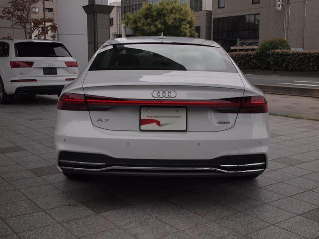 APS(アウディパーキングシステム) バック駐車の際にリアカメラとコーナーセンサーによって音と画像で障害物までの距離をドライバーに知らせます。