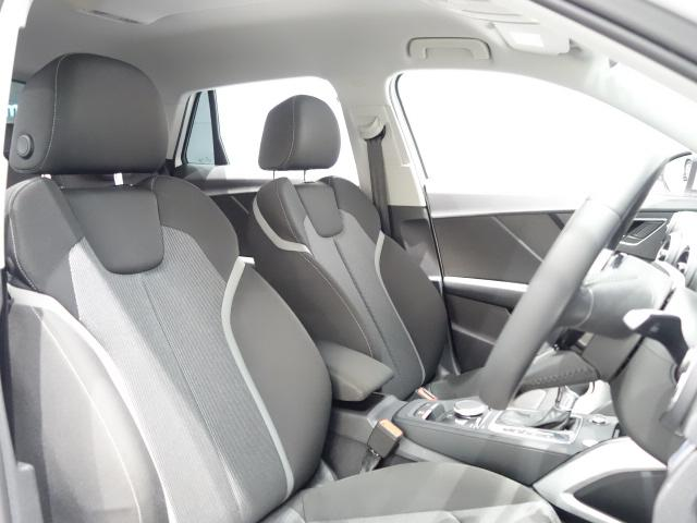 内装はシンプルに使い勝手を考えられています。お車を運転する感覚をダイレクトに体感して頂けます。室内も広くロングドライブにも快適にお過ごしいただけます!