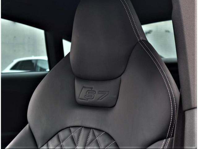 シートデザインも洗練されており、ステッチ入りで緻密に設計されています。