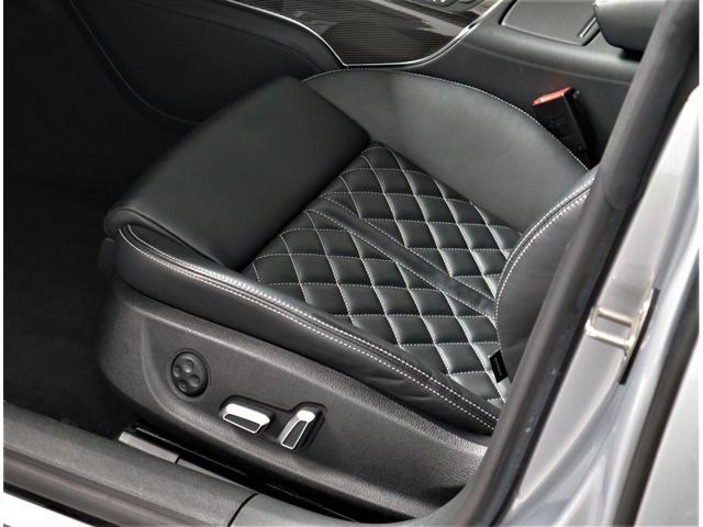 S7専用設計のシートを採用。S7のロゴが刻印されます。