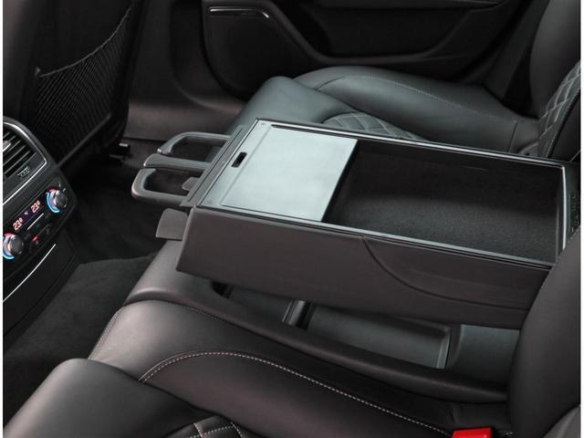 4ゾーンエアコンですので、後席専用パネルで温度調節やシートヒーターを操作することが出来ます。