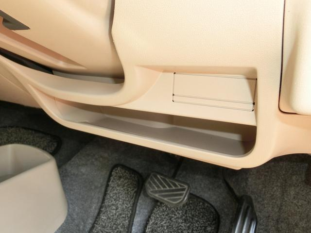 ハンドル下にも収納スペースがあります。