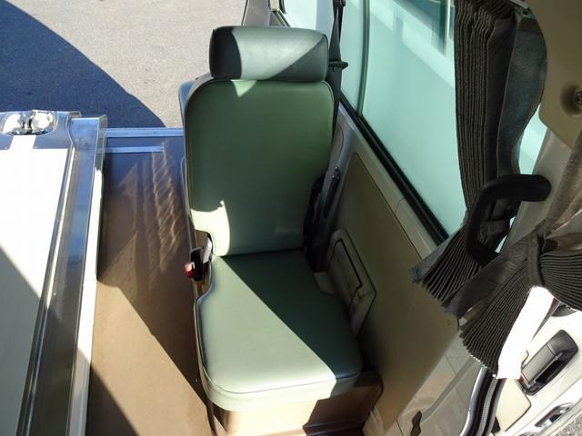 ◎平成12年式トヨタ「グランビア」のハイメディック・救急車が新入庫致しました!希少な4WD+4WS(4輪操舵)車です!