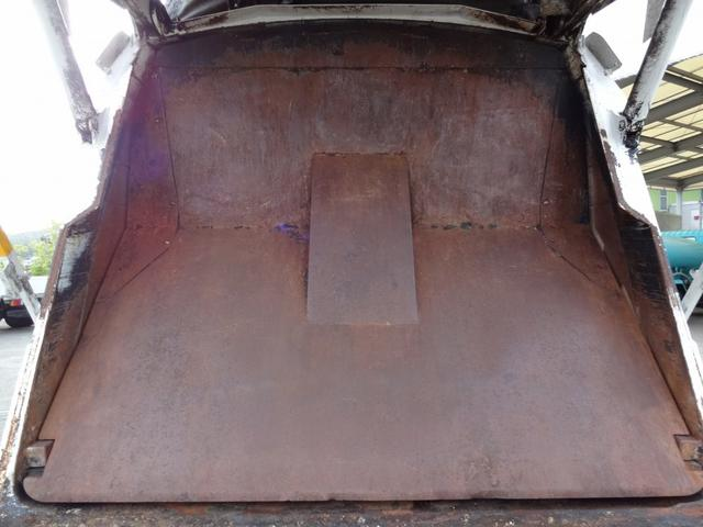 いすゞ フォワード プレス式パッカー車 新明和 8m3 ベッド付 2トン積み