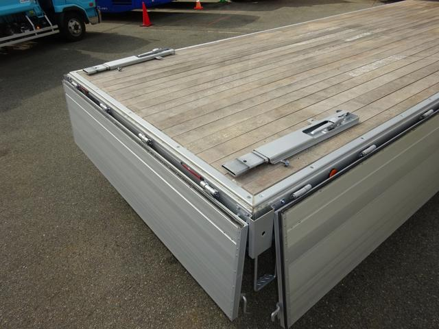 日野 レンジャー アルミブロック平ボディ ワイド ベッド付 3.6トン積み