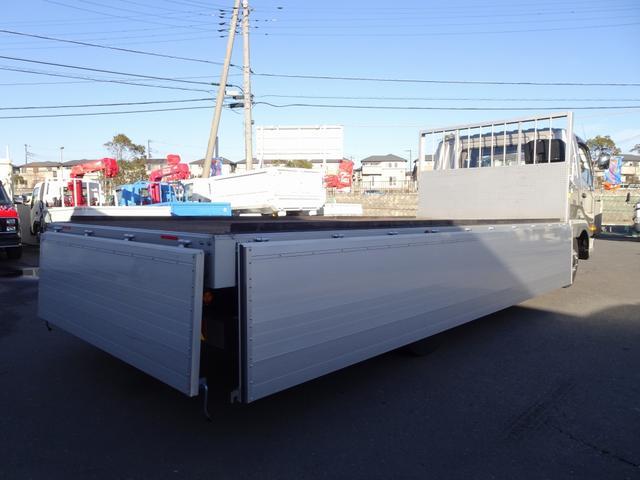 アルミブロック平ボディ 増トン 8.2t積み  ベッド付(4枚目)