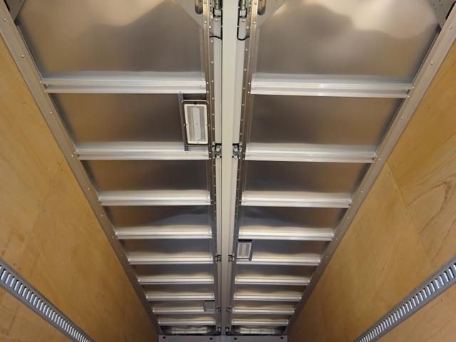 アルミウイング ワイド幅 ベッド付 3t積み 6.2mボディ(13枚目)