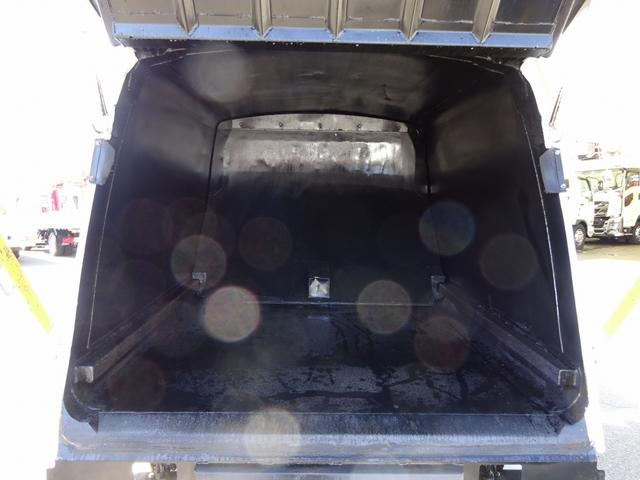 車両アワメーター(約5900時間) 70L燃料タンク(メインキー共用鍵付)
