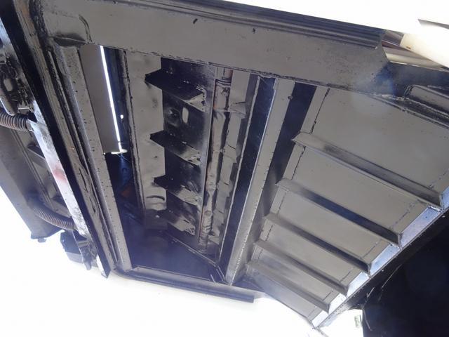 ◎平成23年式、三菱ふそう「キャンター」プレス式パッカー車ご紹介です!某市役所様で使用された車両を仕上げました!標準10尺サイズ、容積は4.3m3の小型定番サイズ!連続積込対応で、便利な汚水タンク付!