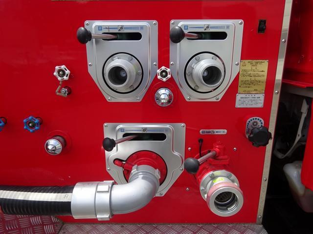 ▲赤色灯類・サイレン類:取外しにつき作動不明、取外し跡 ▲リヤステップ(アルミ縞板部):一部凹み有り