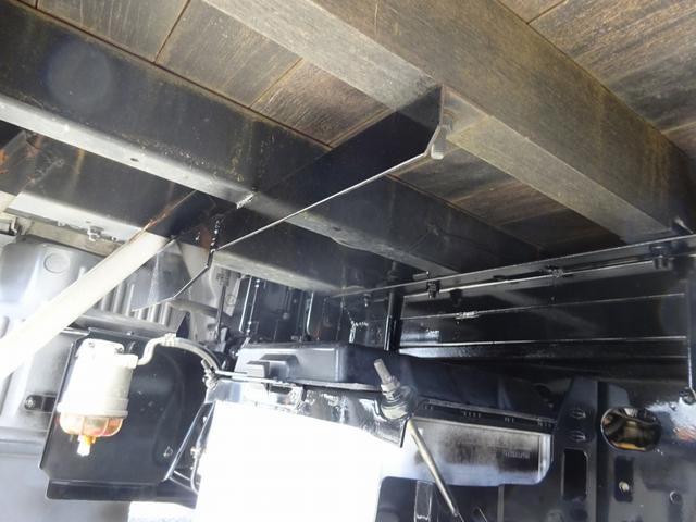 CD付AMFMラジオ(AUX端子付) 左側電動格納ミラー ※左右…ミラーヒーター、鏡面角度調整機能付 集中ドアロック オートエアコン 運転席エアサスシート