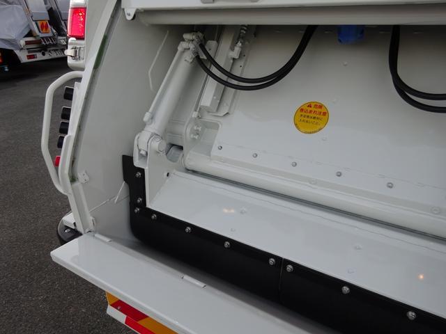 ◎令和2年7月登録、日野「デュトロ」のプレス式パッカー車・塵芥車のご紹介です!標準幅の10尺サイズながら、容積は小型パッカーとしては少し大きめの【4.6m3】