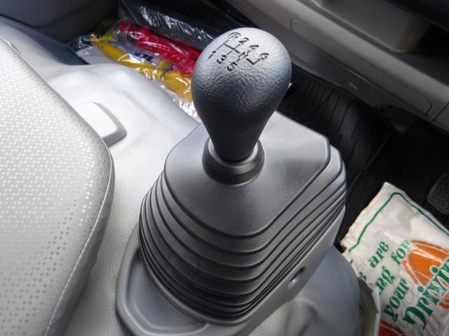 日野・新明和と申し分ない組み合わせ。スマートキー付で、ドアの施錠やエンジン始動もラクラク!尿素水不要モデルで、エンジンも4Lの150馬力(カタログ値)!6速MTなのも嬉しいポイントです◎