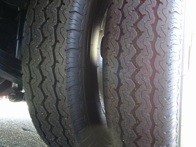タイヤ※205/85R16(117/115L) ※6本とも:10mm山 ※スペアタイヤキャリア無し仕様車につきスペアタイヤは庫内積込にてお引渡しとなります