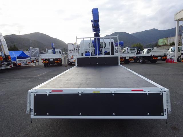 DPF…排出ガス浄化装置(要アドブルー) LDWS…車線逸脱警報装置 ・60km/h以上走行中ウィンカーーなしで車線逸脱すると警報喚起