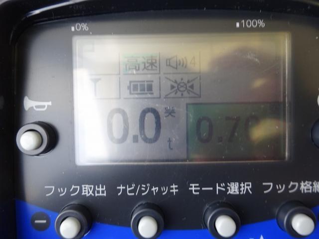 ※荷重表示付液晶ラジコン ◆2.7インチ ◆積載荷重50kg単位表示 ◆強度監視・安定度監視(危険度を色表示) ◆アウトリガ伸縮操作 ◆フィーリングオペレーション(各操作速度を個別調整可)