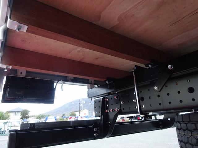 ※最大積載量:3650kg 木製あおり3方開 ※あおり開閉補助装置付 床板張り 鳥居一部板張り ※鳥居高:約1380mm ※下部板張り高:約380mm