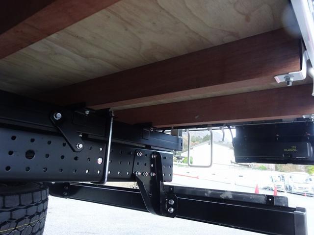 ◎ボディ架装も弊社工場で承っております!車幅灯や作業灯取付のワンポイントから、床やあおり内板に鉄板・縞板張り、横根太増しや鳥居補強等まで多数実績ございます!