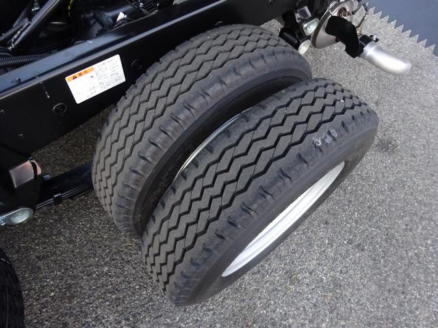 タイヤ ※205/75R16(113/111L) ※総輪6本、スペアとも:10mm山有り