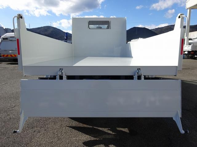 4ナンバー、全低床の3トン積みです!衝突被害軽減ブレーキ・車両安定性制御装置・車線逸脱警報装置と安全装置も充実!