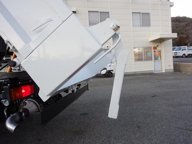 AEBS…衝突被害軽減ブレーキ ・衝突の危険性がある時、ブザー・メーターで警告 ・必要に応じブレーキ・緊急ブレーキ作動
