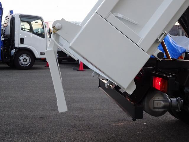 LDWS…車線逸脱警報装置 ・60km/h以上で走行中、ウィンカーなしで車線逸脱すると警報喚起