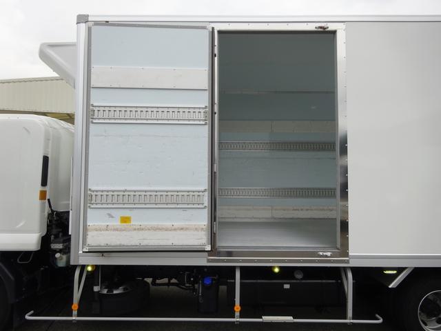 低温冷凍車 -30℃設定 床下格納ゲート 左片開き扉 ワイド ベッド付 2450kg積載(12枚目)