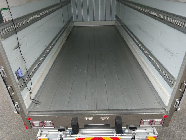 低温冷凍車 -30℃設定 床下格納ゲート 左片開き扉 ワイド ベッド付 2450kg積載(18枚目)