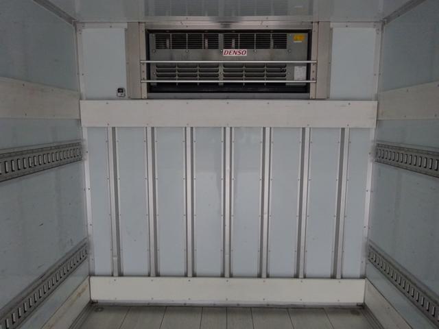 低温冷凍車 -30℃設定 床下格納ゲート 左片開き扉 ワイド ベッド付 2450kg積載(19枚目)