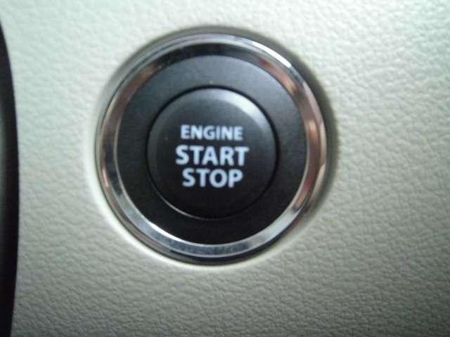 エンジン始動はスタートボタンのプッシュで行います
