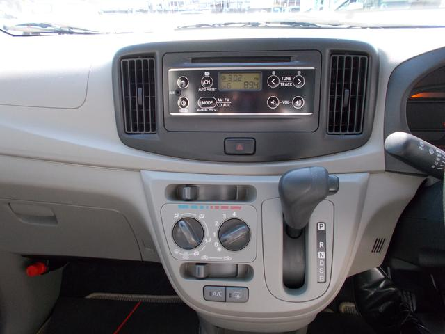 ドライブのお供に!CDチューナー付きです。もちろんエアコンも装備!