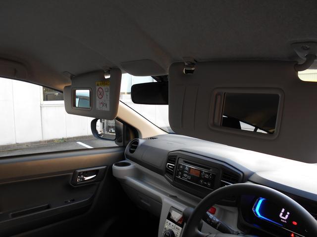 男女を問わず、身だしなみは大切ですよね。運転席と助手席の両方にバニティミラー付きです。