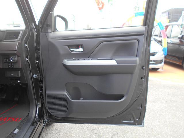 運転席の内装です。ドアの内装です。