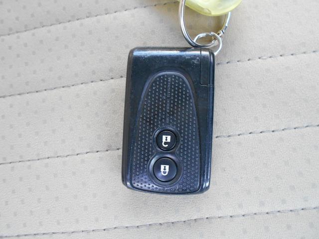 キーレスエントリー!電子カードキーを携帯していれば、スイッチを押すだけで施錠・解錠が行えるので、荷物の多い時などとても便利です♪