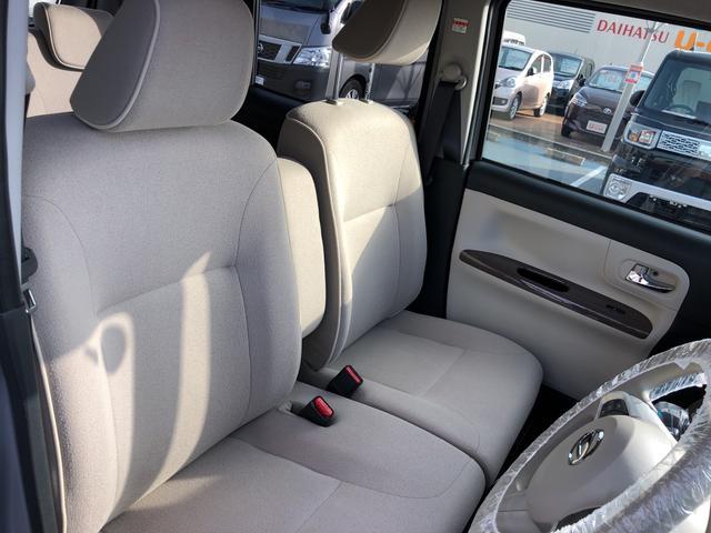 楽な姿勢でリラックスできる車内。会話も弾みますね♪