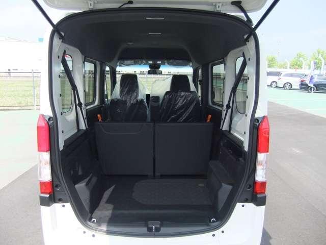 他のVANよりも車高が低くなっているので重たい荷物も楽に積むことができます