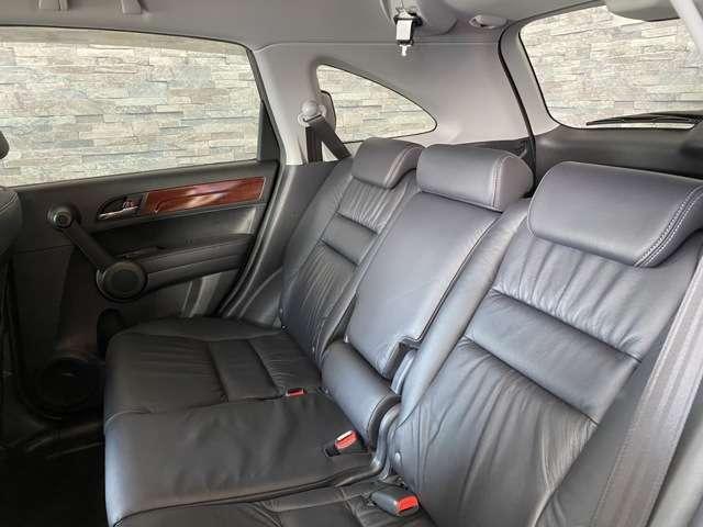 後部座席もゆっくり出来て、快適に乗車できますね。