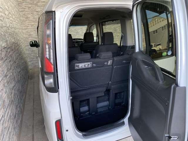 ステップワゴンと言えば『わくわくゲート』!狭い場所でも荷物を積む事ができるのでとても便利ですよ!