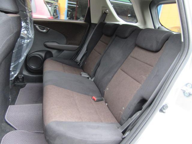 販売の中古車は自社運輸局認証整備工場にて整備点検を受けた後お客様に納車しております。安心の保証延長もございますよ。